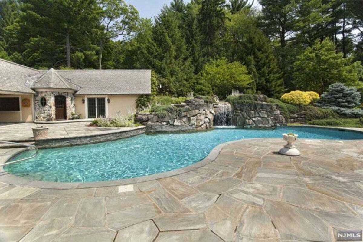 Rosie O'donnell Sold Saddle River Mansion Pool